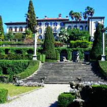Großes Haus mit steiler Treppe - Bianco Berlin – Food & Wine Made in Italy